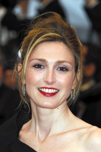 法国女演员称被诽谤为总统情人奥朗德拒绝回应