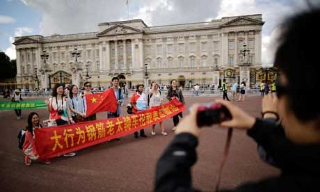 中国游客海外不文明行为遭警告
