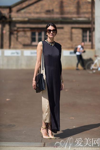 黑白元素服饰搭配 演绎欧美大牌风