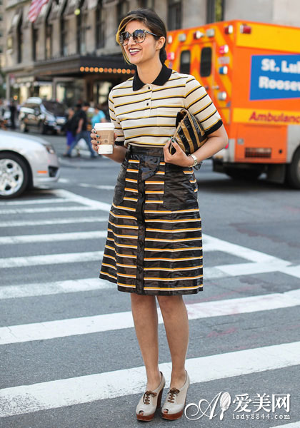 6月欧美街拍 复古高腰伞裙修身搭配