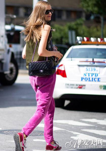 夏装显身材 清凉背心+修身牛仔裤
