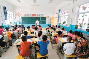 女子与智障儿子同桌上课5年(图)