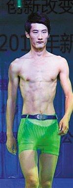 """靠""""诺亚方舟""""红了的杨宗福发明透明泳裤 你敢穿么?"""
