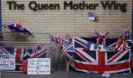 伊丽莎白女王急盼曾孙出世
