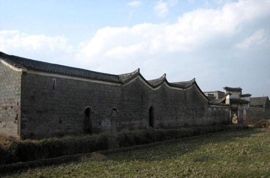 南城船屋全屋大小房间108间,墙壁是用竹片编织再糊上厚厚的泥巴建成