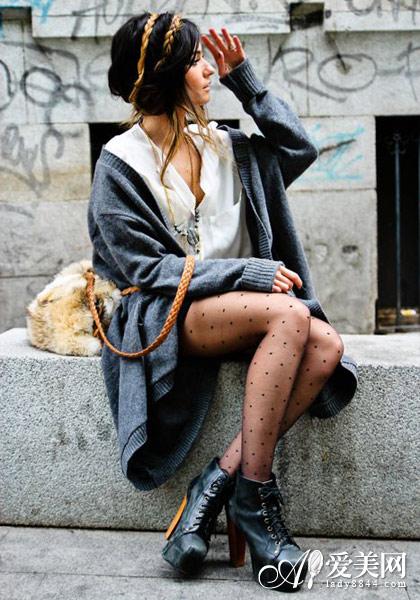 欧美街拍: 针织外套彰显柔情混搭之美