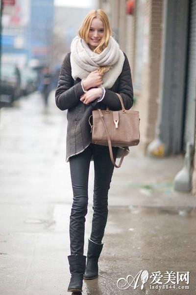 街头围巾百变搭 保暖不忘跟潮流