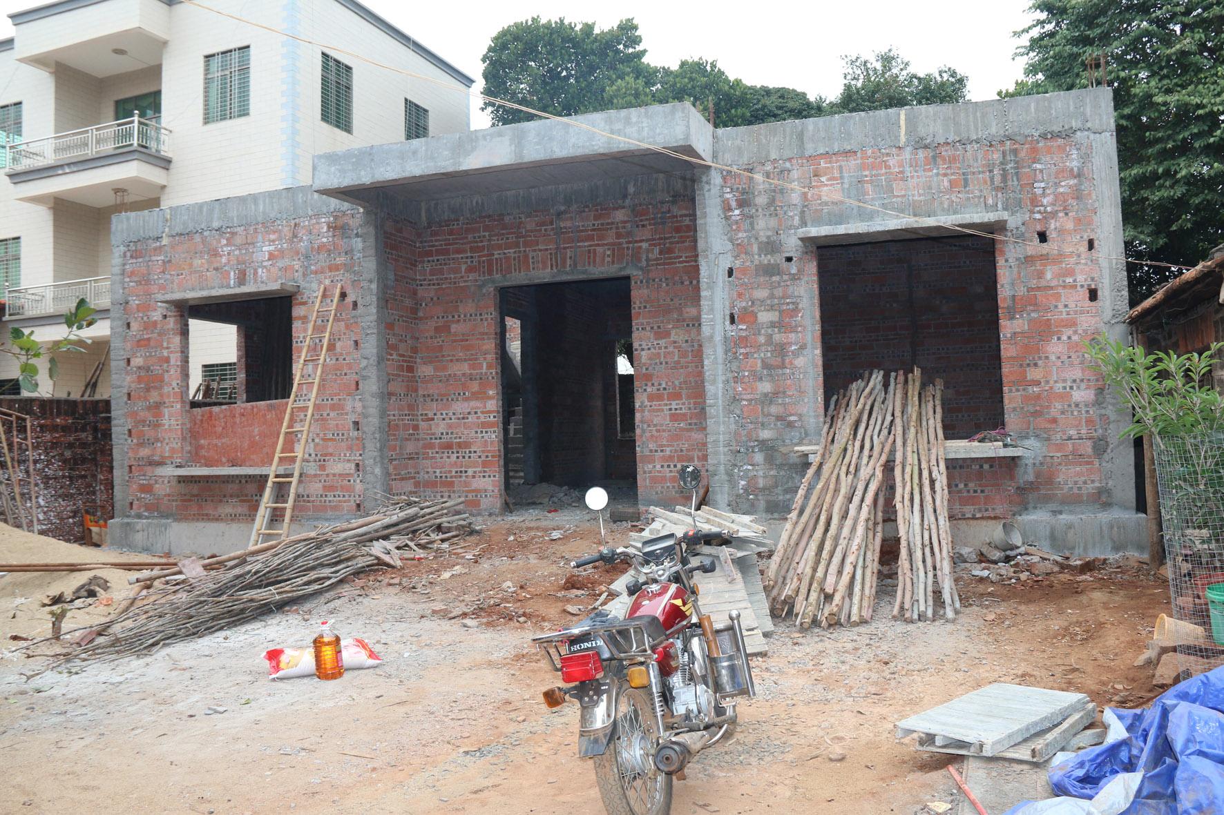 图四:扶贫户建起新房.jpg